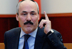 Abdulatipov-razdelit-Dagestan-na-chetyre-territorialnykh-okruga-Абдулатипко
