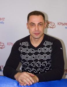 Виктор Попов...