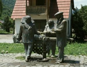 ГРУЗИЯ -памятник тому самому крану в Дилижане.