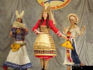 nacionalnie-kostumi-prodemonstrirovali-ychastniki-festivalya-v-sigaevo_670x400