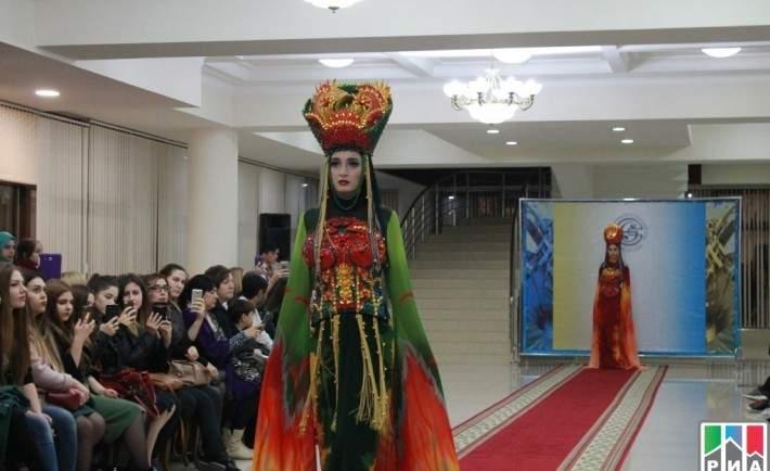 3b34dd134ac Показ современной и этнической моды «Этнополис» прошел накануне в Доме  Дружбы в рамках празднования Дня Дагестанской культуры и языка